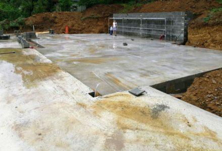 Základová deska, opěrná stěna a betonování